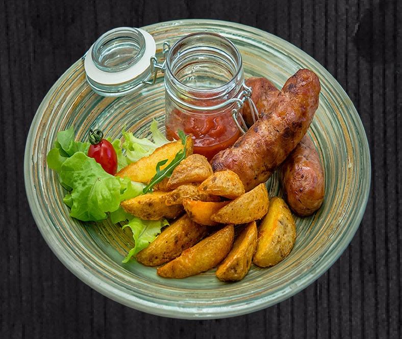 Баварская колбаска с картофельными дольками